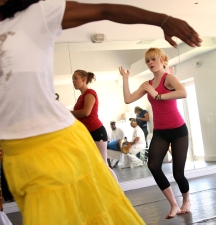 04/25/09 - ALLISON DIAZ/FOR THE MIAMI HERALD -- Dancers of all skill levels participate in an Orichas Warriors dance class held at the Arts & Minds Center for the 11th Annual IFE-ILE Afro-Cuban Dance Festival. Pictured on right, Shellbie Rowe, 17. (7 of 11, Coconut Grove)