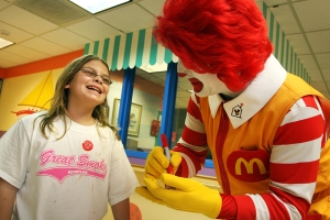 -- 8/20/09 - Allison Diaz / For the Miami Herald -- Ronald McDonald pays a special visit to kids at Miami Children's Hospital to spread smiles and cheer. Pictured, Casey Jones receives a free Happy Meal while at the hospital visiting her sister. (Schenley Park, 1 of 7)
